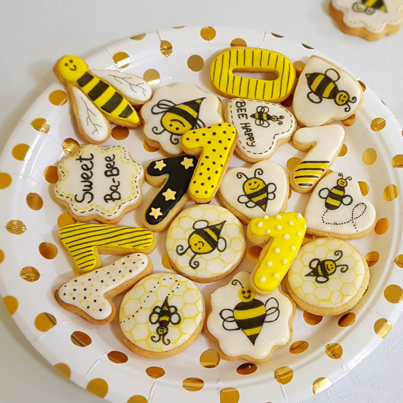 Royal icing bee cookies