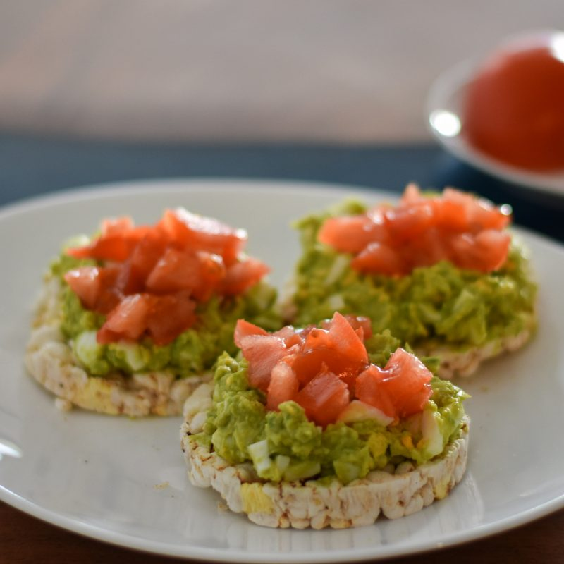 Low-Calorie Breakfast, rice cake with avocado
