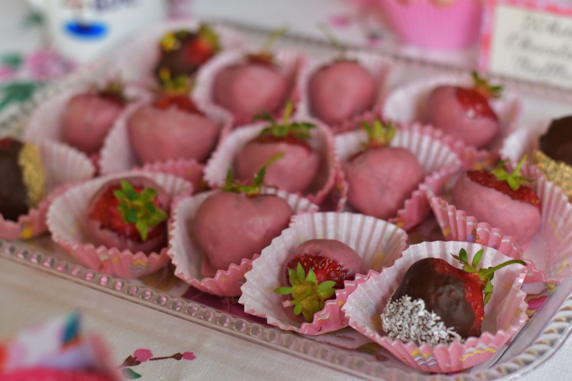 Ruby Chocolate covered strawberries, RB1, Callebaut